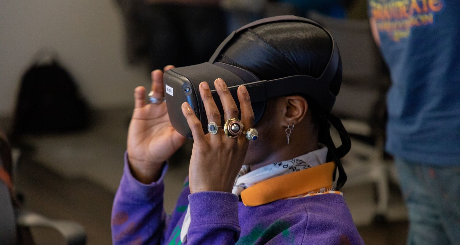 UArts game art student uses a VR headset in classroom